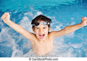 Actividades en la piscina, niños nadando y jugando en agua, felicidad y verano