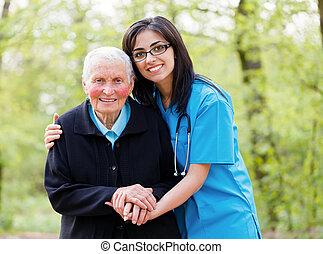 Ayudando a ancianos