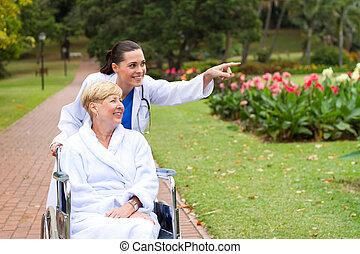 Cuidando a la enfermera y a la paciente inhabilitada