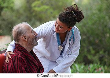 Doctor cuidando al paciente