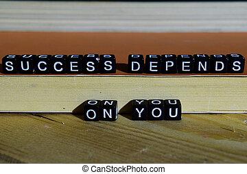 El éxito depende de ti en bloques de madera.