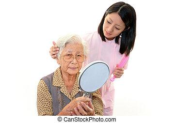 Enfermera con anciana