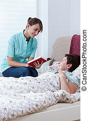 Enfermera leyendo el libro