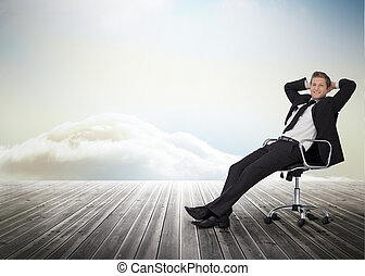 eslabón giratorio, sonriente, silla, hombre de negocios, sentado