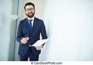 Feliz hombre de negocios