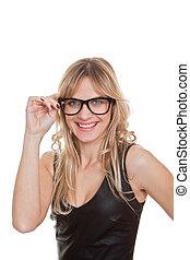 Feliz sonriente mujer confiada en las gafas
