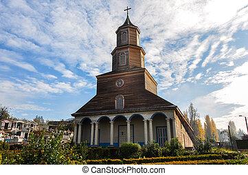 Hermosas iglesias de color y madera, isla de chiloé, chile