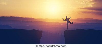 hombre, cliff., borde, el balancear