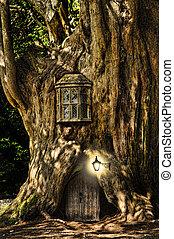 La casa en miniatura de cuentos de fantasía en el bosque