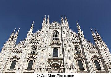 La catedral de Milán, Italia