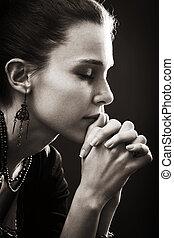 La fe y la religión, la oración de la mujer