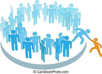 La gente ayuda a nuevos miembros a unirse a un gran grupo