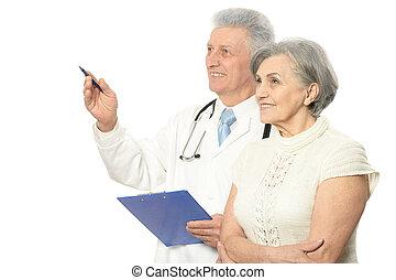 Mujer con médico