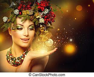 Mujer de invierno de Navidad con un milagro en la mano