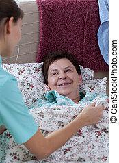 Mujer enferma en la cama