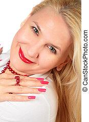 Mujer rubia cara con uñas