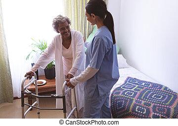 paciente de enfermera, estante, hembra, 3º edad, porción, paseante