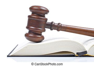 Pastel y libro de leyes