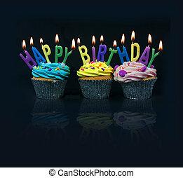 Pasteles deletreando feliz cumpleaños