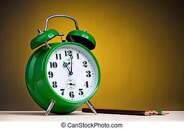 Reloj de alarma con lápices