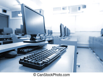 Sala de trabajo con computadoras