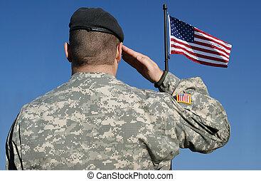 Soldado saluda a la bandera