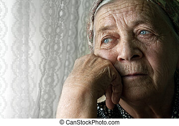 Triste, pensativa, anciana