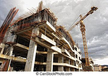 Un lugar de construcción con grúa y edificio