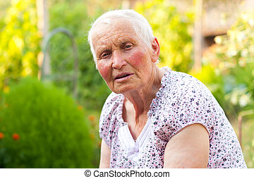Una anciana parlante