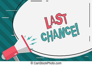 Una nota que muestra la última oportunidad. Foto de negocios que muestra la última oportunidad de lograr o adquirir algo que quieras, Pegatina Oval y Megáfono gritando con Ícono Volumen.