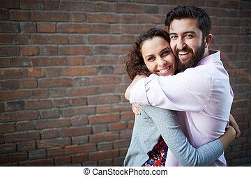 Una pareja alegre