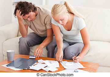 Una pareja trabajando juntos