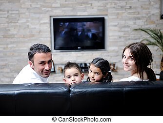 Una TV plana en casa moderna