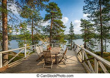 Veranda con muebles de madera