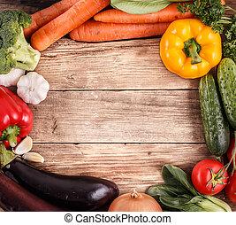 Verduras en el fondo de madera con espacio para texto. Comida orgánica.